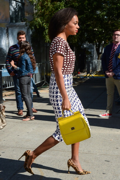 Bright and Fashionable Yellow Handbags for Spring and Summer